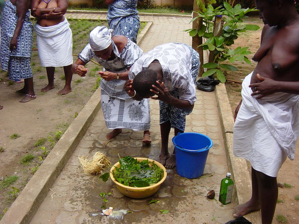 African Tribal Women Bathing | spiritual bathing ga women washing