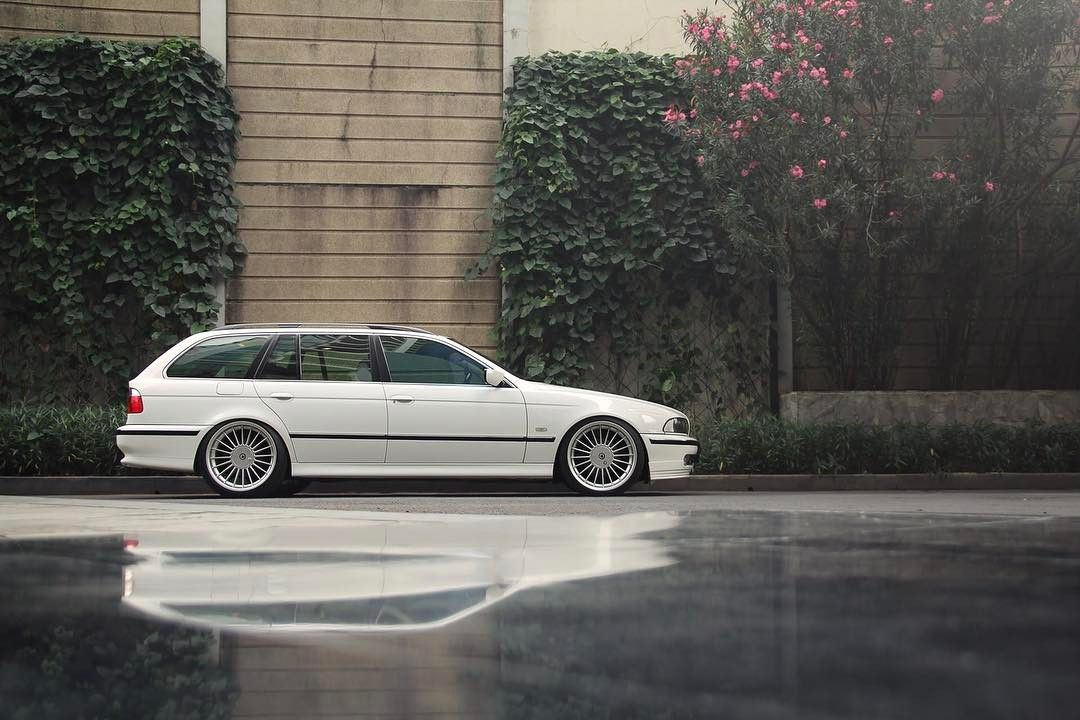 E34 525it Black With Images Bmw Touring Bmw E39 Touring