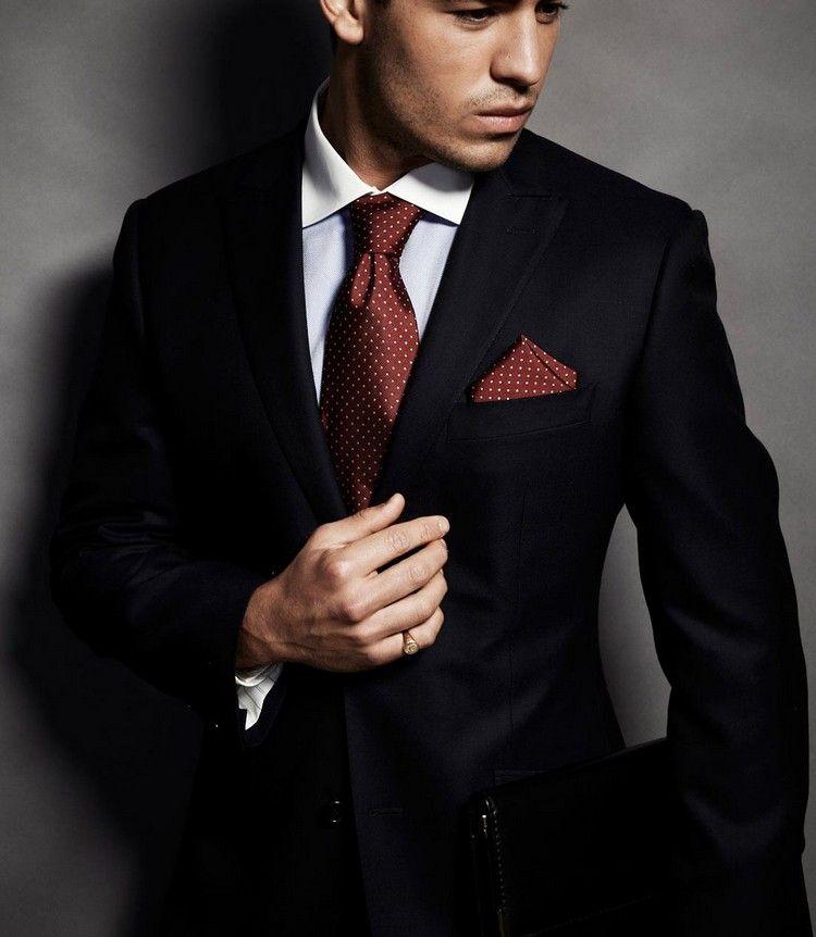 Chaque homme doit avoir en sa possession un costume noir. Mais on se pose  souvent c0f0c3844aa