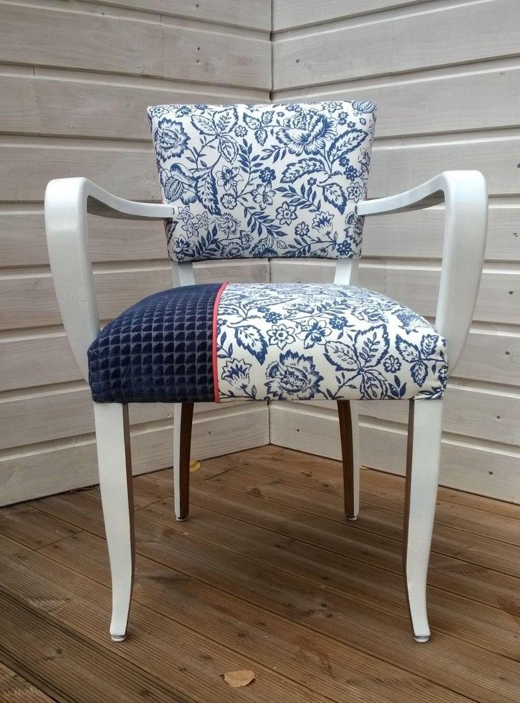 fauteuil bridge relook avec un tissu bleu fleurs un tissu en velours bleu fonc et passepoil. Black Bedroom Furniture Sets. Home Design Ideas