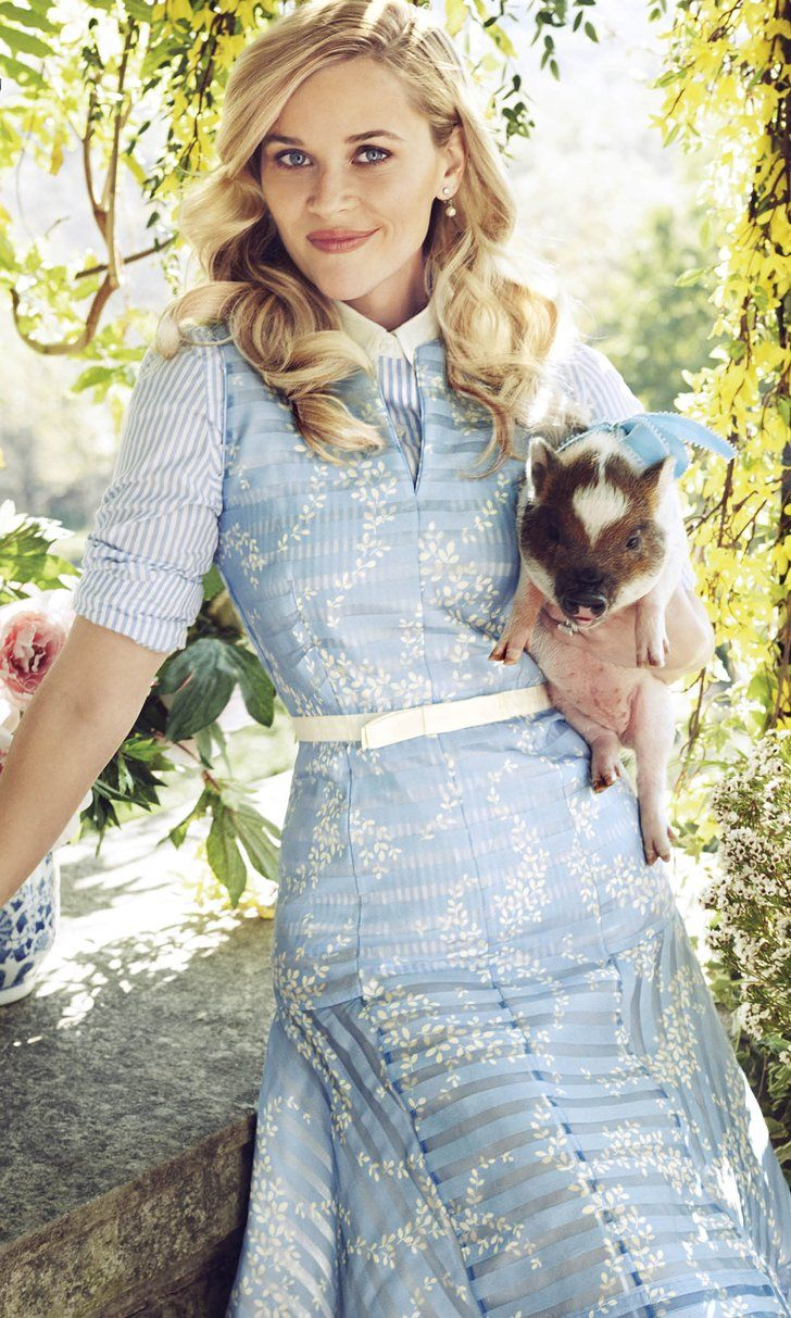 Reese Witherspoon Pulls the Ultimate Fashion Designer Move
