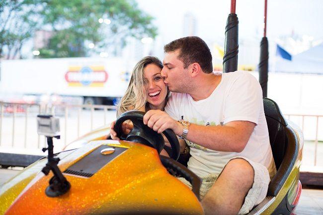 Confira o ensaio de noivos no parque de diversões em Vitória - ES, da Karinny e André, que foi repleto de brincadeiras e muito romantismo.