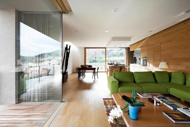 Photo of Una casa con tanta luce. Proveniente dalle pareti vetrate e dalla finestra sul tetto – Cose di Casa