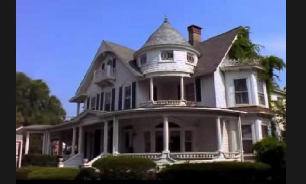 Sabrina the teenage witch | Victorian homes. House. House styles