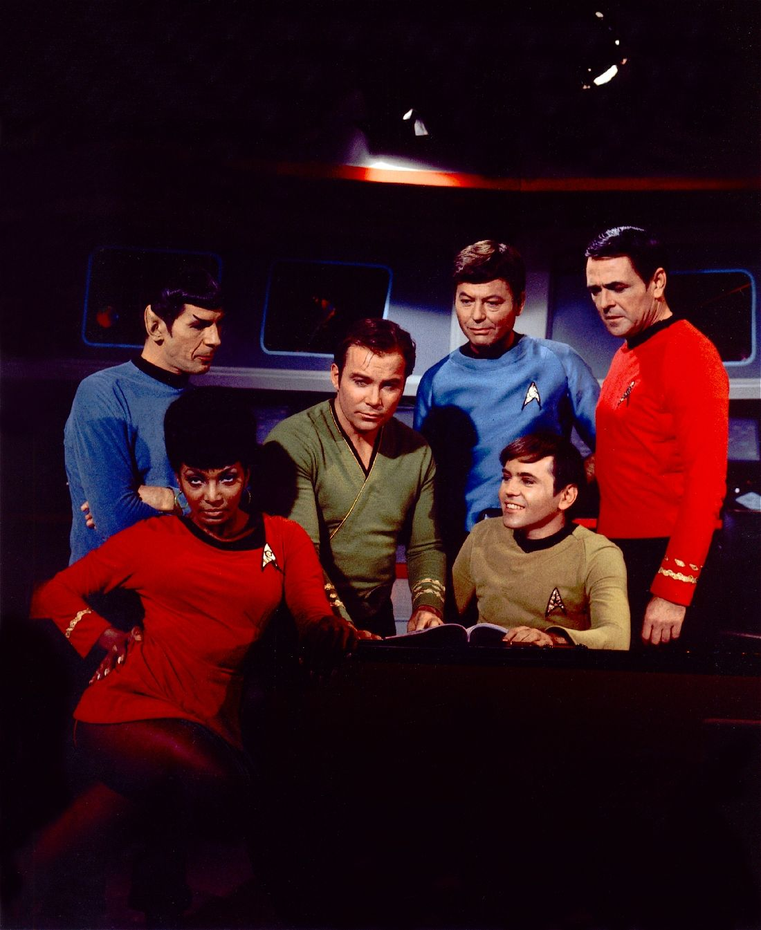 Where S Sulu Uhura Is Too Busy Vamping To Notice In This Unusual