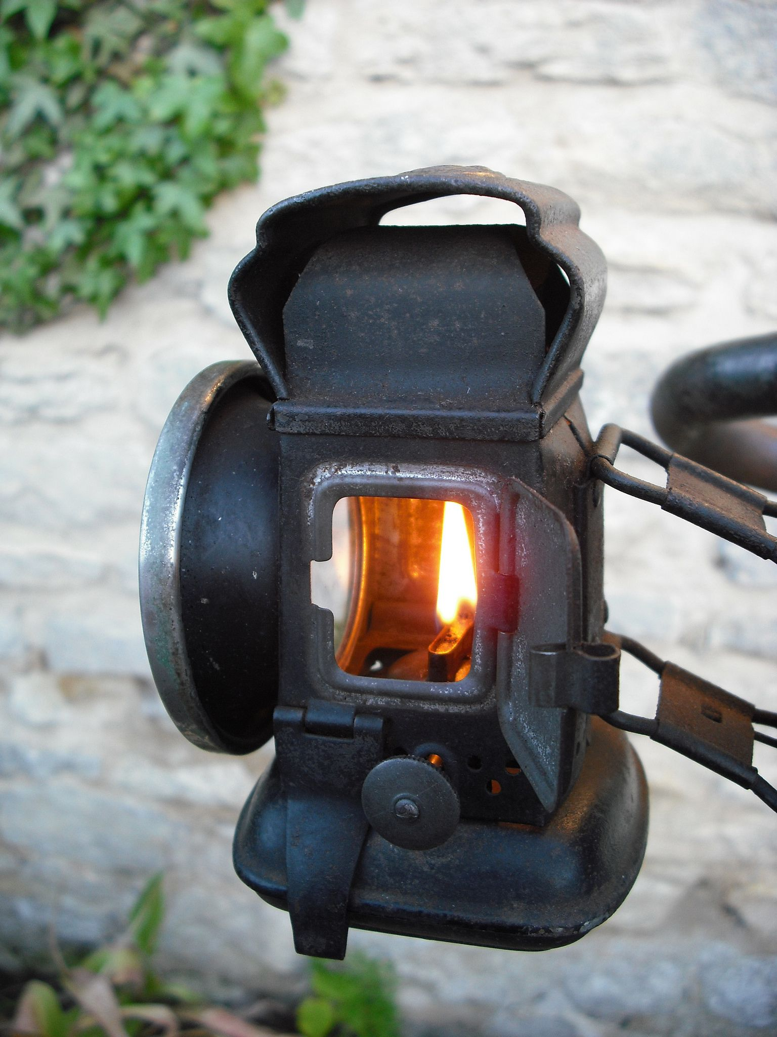 https://flic.kr/p/nsprnm | Vintage Currys Path Racer | Oil lamp
