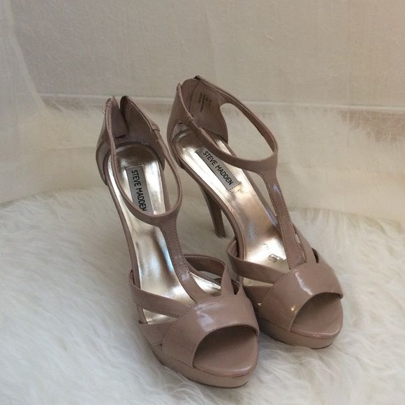 Nude heels Peep toe nude pumps with platform. Worn only once Steve Madden Shoes Heels