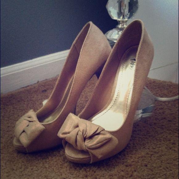 seraheshoes-Betsey-Johnson-remixx-reload-pumps | Bow heels