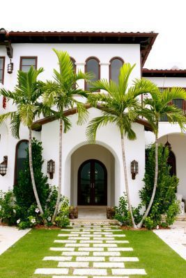 This lush entry features an arching doorway completed by Korus USA. #luxeFL