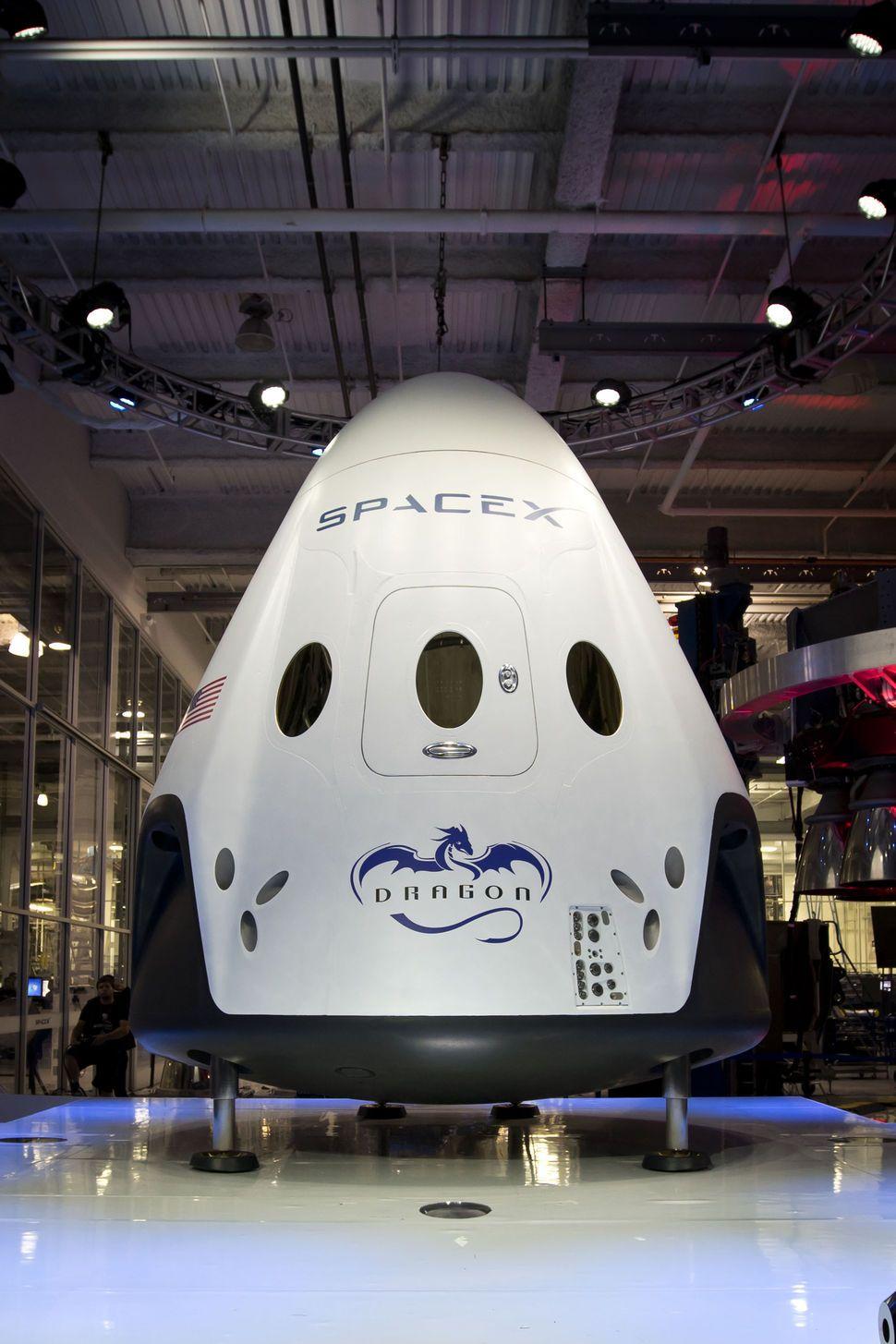 Enter The Dragon V2 Space X S Seven Passenger Spacecraft
