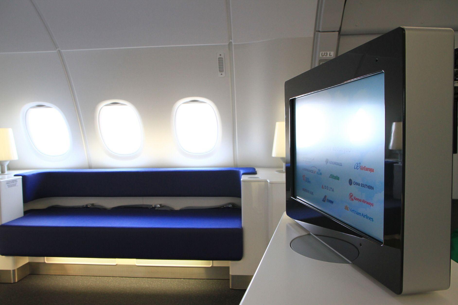 Korean Air A380 aft lounge Aircraft interiors, Korean