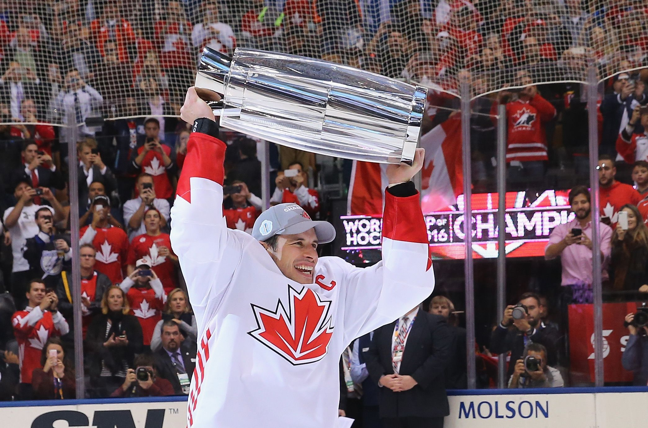 A Stanley Cup Championship Conn Smythe Trophy And A World Cup Of Hockey Championship 2016 Was A Good Year For Sidney C Hockey World Cup Hockey Finals Hockey