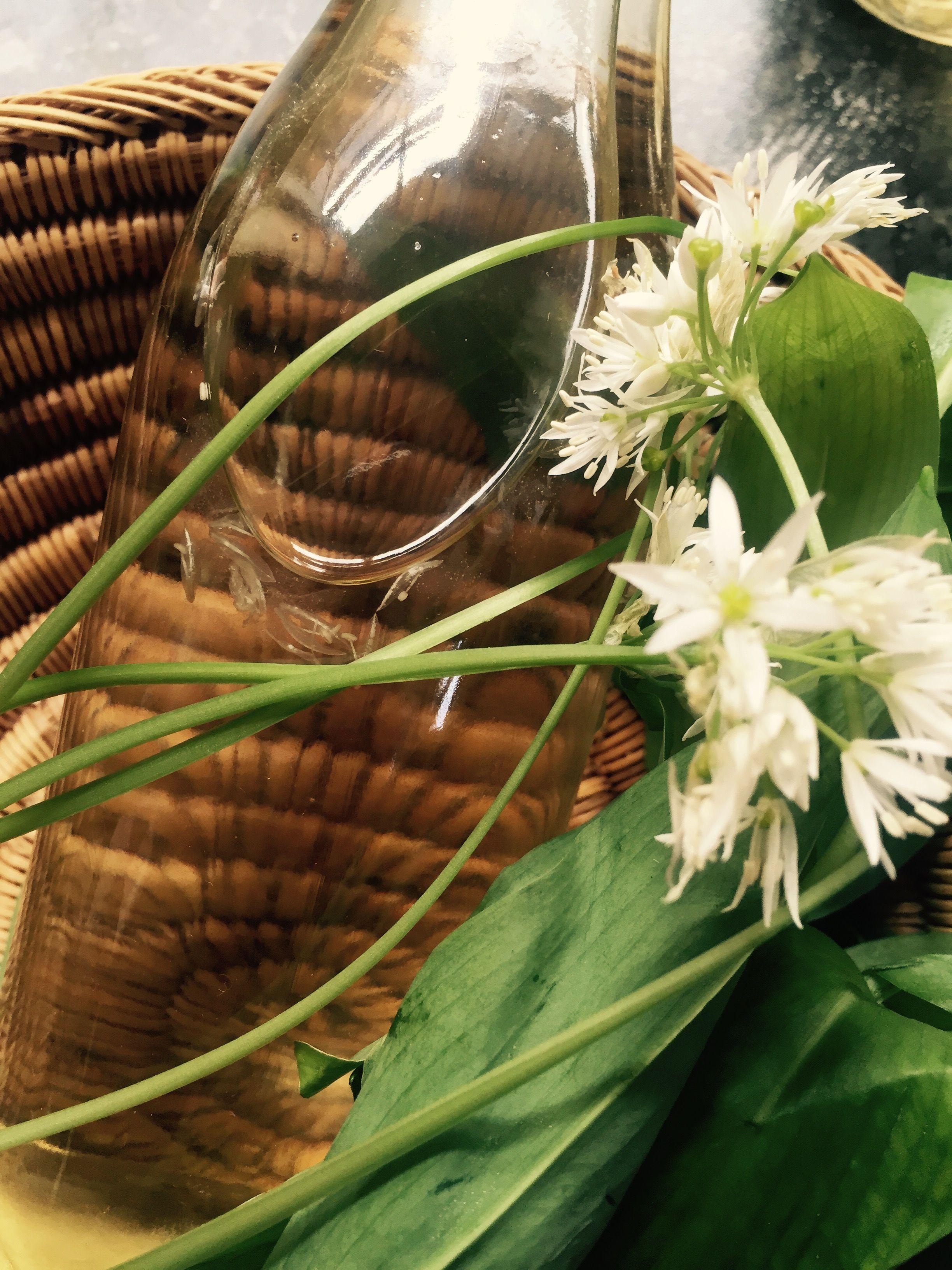 Wild garlic (ramsons) vinegar à la Frances Bissell