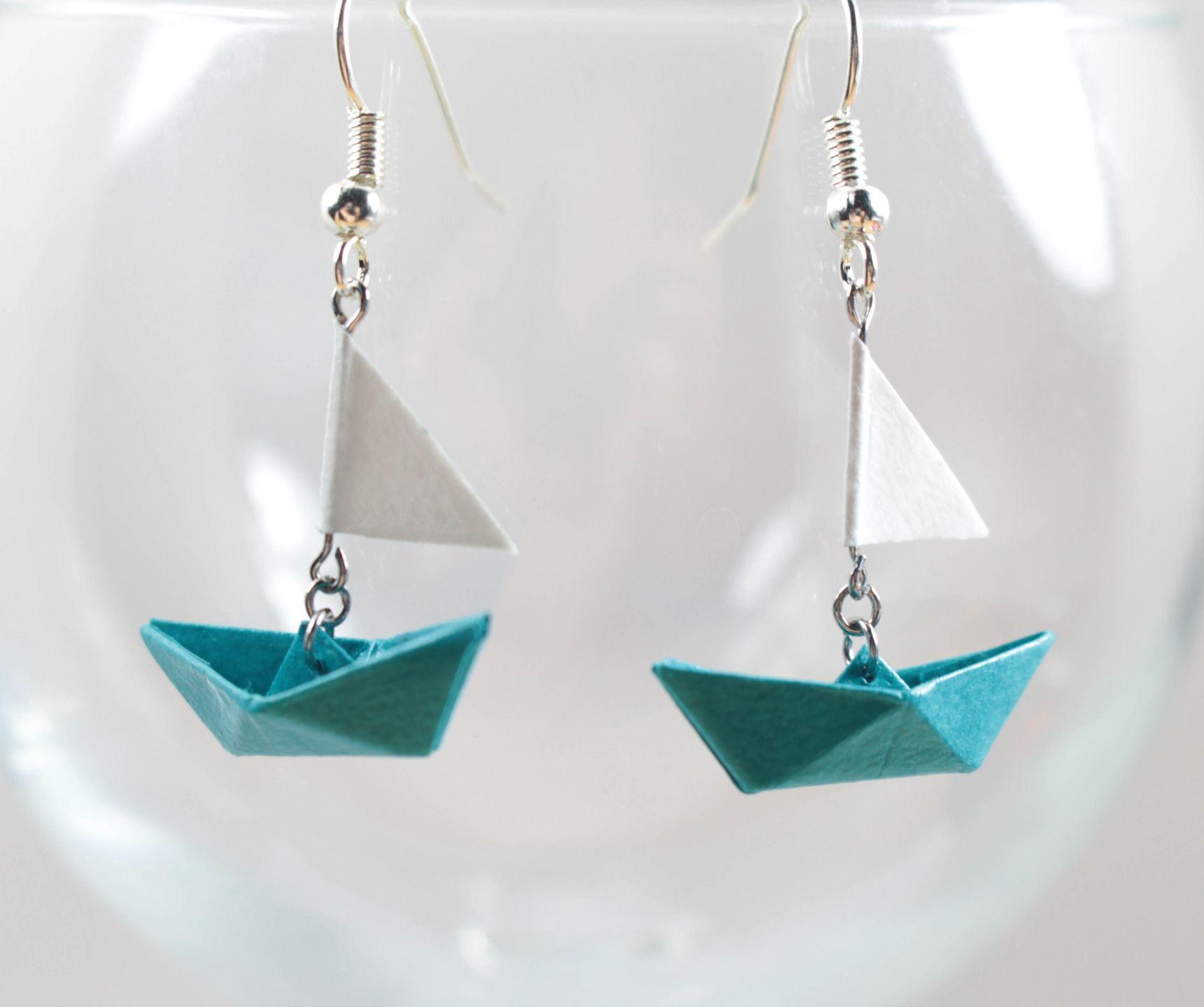 boucles d 39 oreilles bateau voile origami en papier. Black Bedroom Furniture Sets. Home Design Ideas