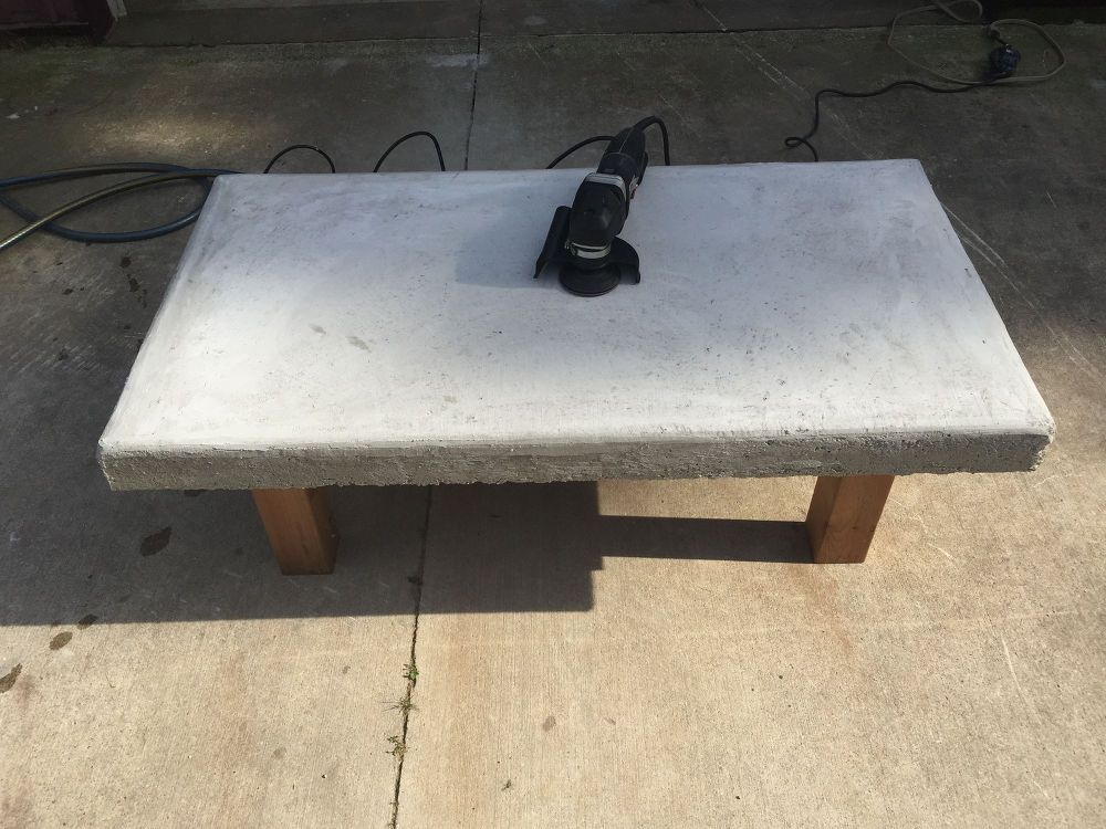 diy back yard coffee table top made of concrete with crushed wine bottles thea stuff lawn. Black Bedroom Furniture Sets. Home Design Ideas