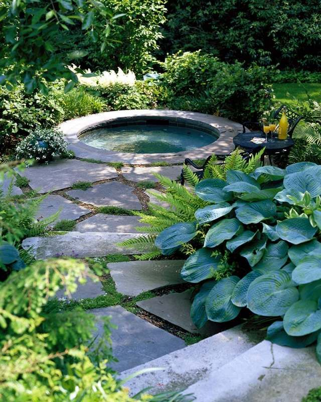 Whirlpool Rund Steine Gehweg Garten Ideen | Wohngarten | Pinterest ... Whirlpool Im Garten Charme Badetonne
