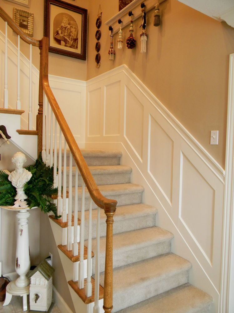 Stairwell Painted Scallops And New Wainscoting