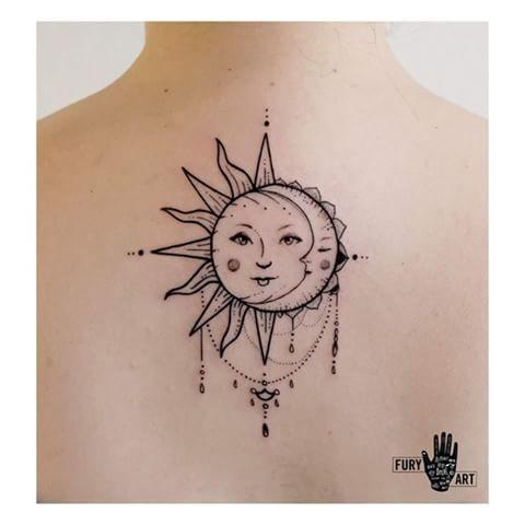 Nuevamente Un Sol Bastante Femenino Y Una Luna Masculina Me Gusta Porque Tiene Un Estilo No Se Como Definirlo Tatuaje Sol Y Luna Tatuajes Tatuajes De Sol