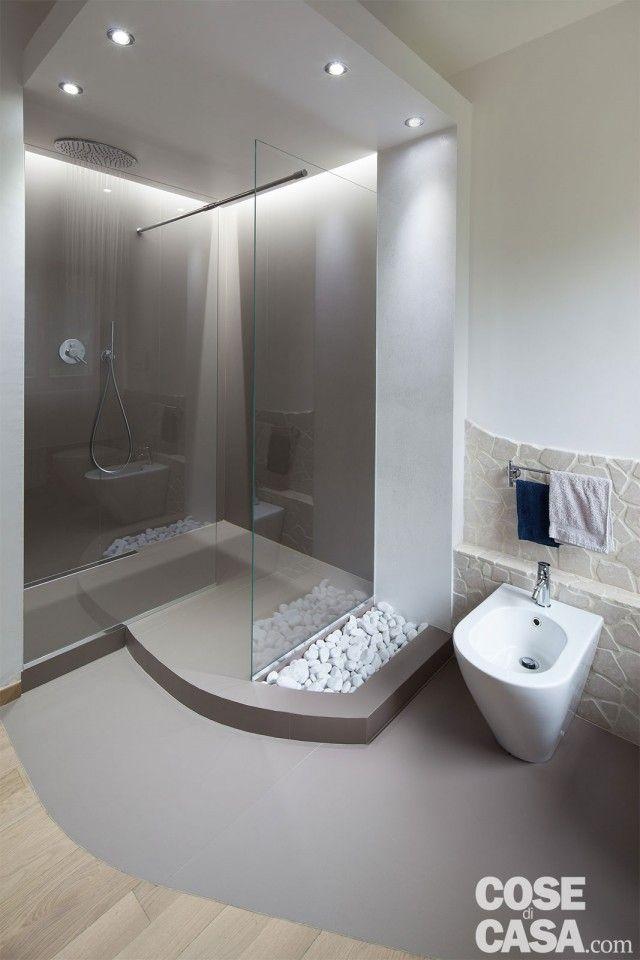80 mq con controsoffitti funzionali e d 39 effetto bagni for Casa moderna bagni