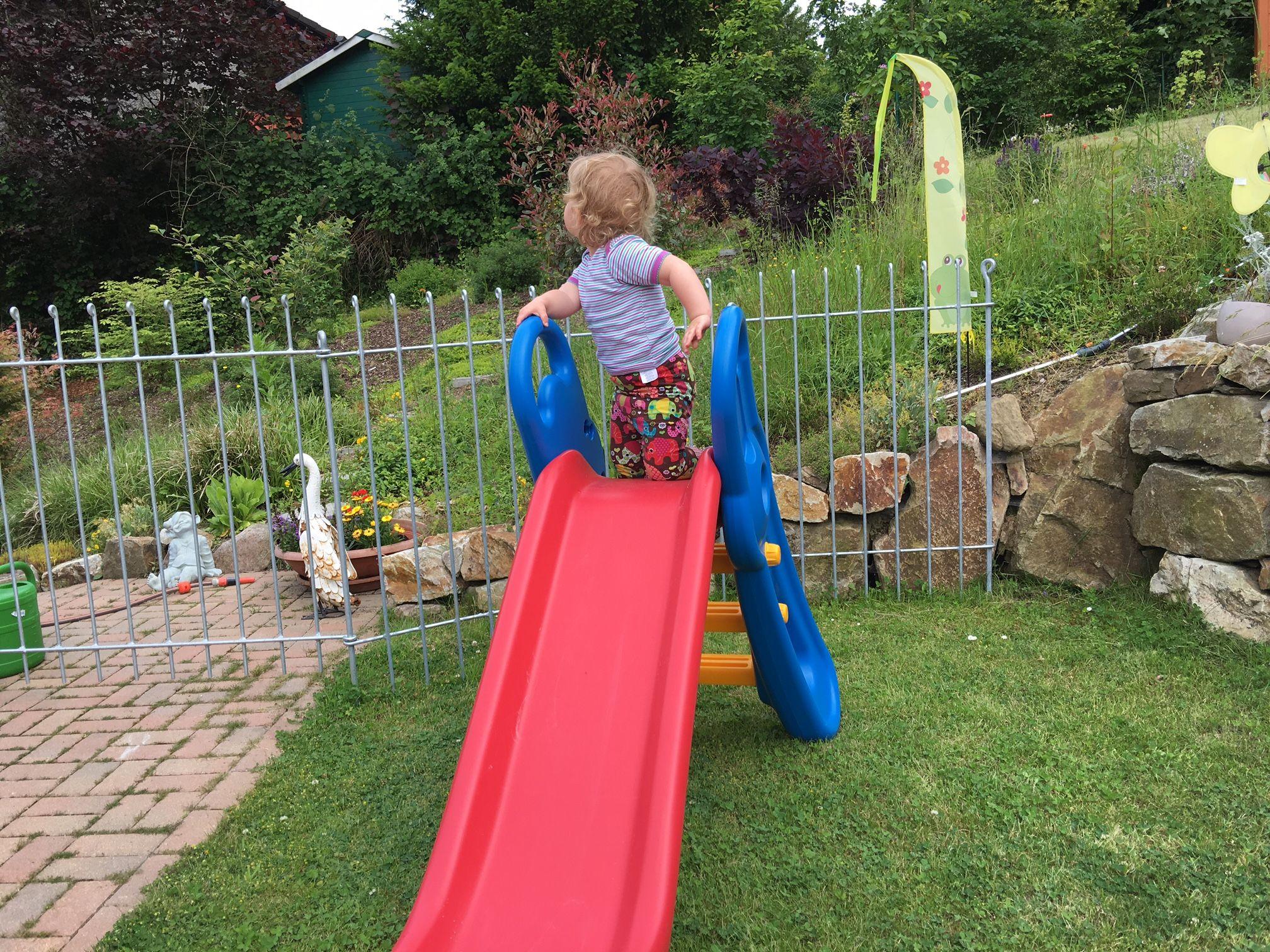vielen Dank für die rasche Nachlieferung! Unser Zaun ist zwischenzeitlich installiert- siehe beigefügte Fotos. Somit ist unser Garten nun sicherer geworden für unsere kleine Tochter. Viele Grüße aus Boppard  Christoph T.