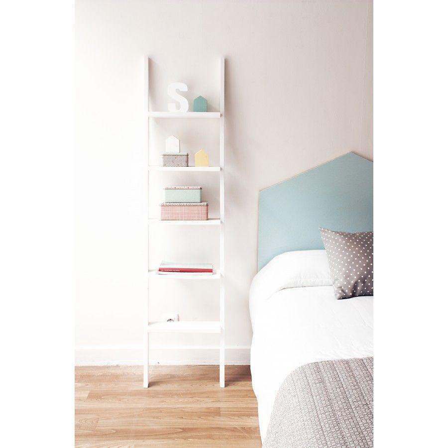 Una pr ctica y decorativa escalera estanter a de madera Escalera decorativa blanca