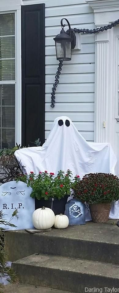 Easy Halloween Front Door Decor on a Budget Halloween decorations
