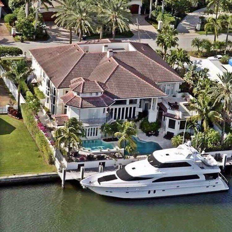 Rich Kids Of Instagram : News Yacht Park Outside Of Your