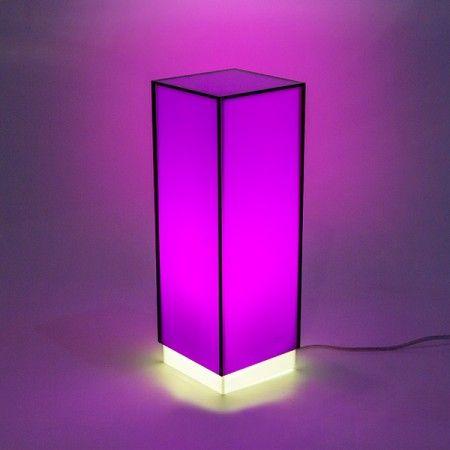 Condom fucsia - Lampada da comodino o da tavolo dal design moderno in plexiglass colorato #design #designtrasparente #plexiglass #lampade