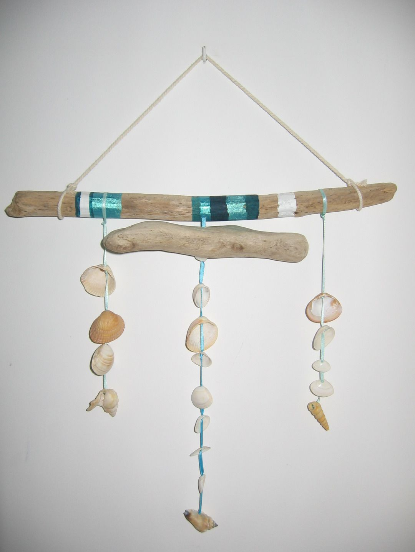 Mobile en bois flott et coquillages et perles plates en for Bricolage mobile en bois flotte