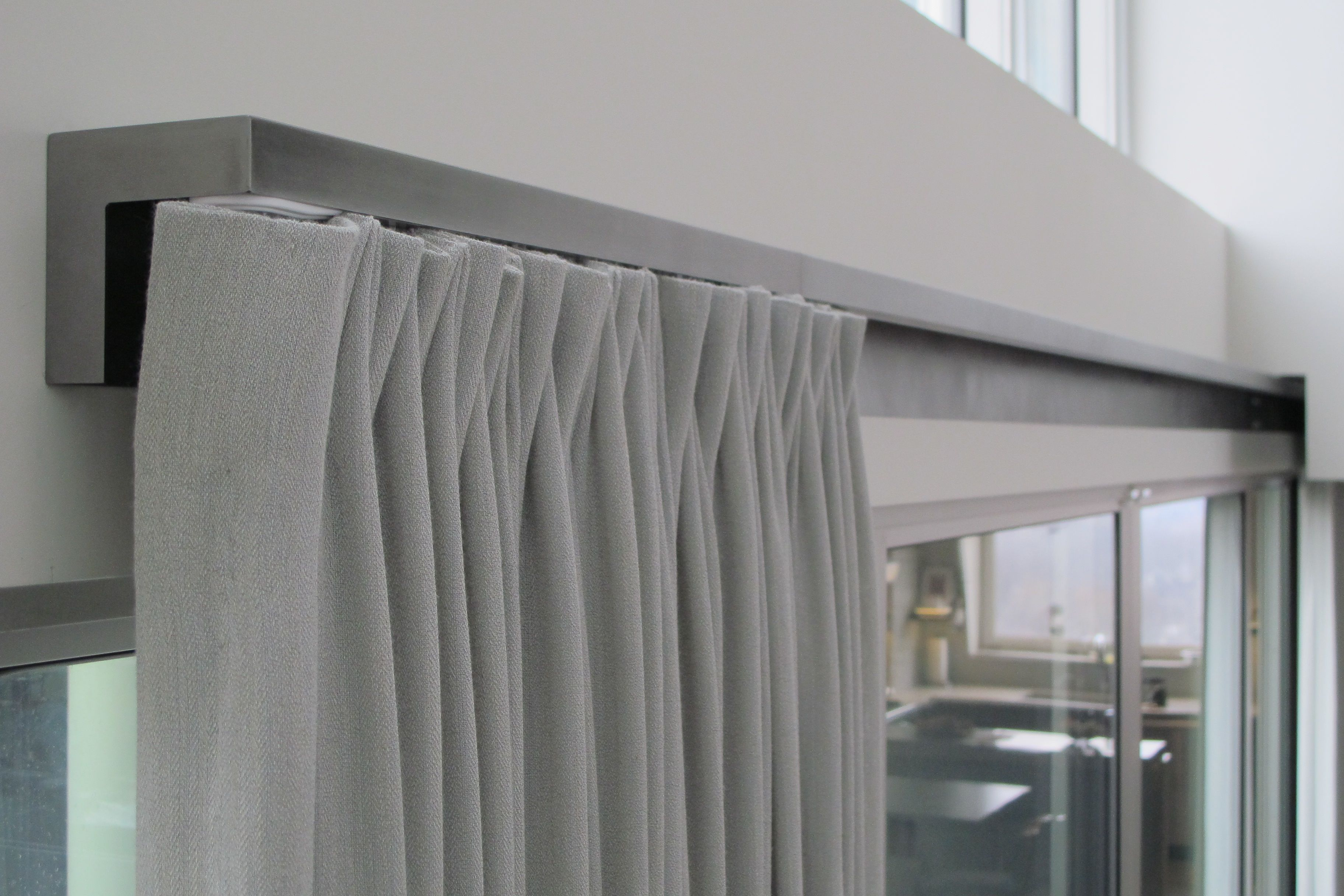 Curtain Track So Much Nicer Than A Giant Rod Coming Out Of The Wall Love This Idea For Closets Without Doors 3 Wohnzimmer