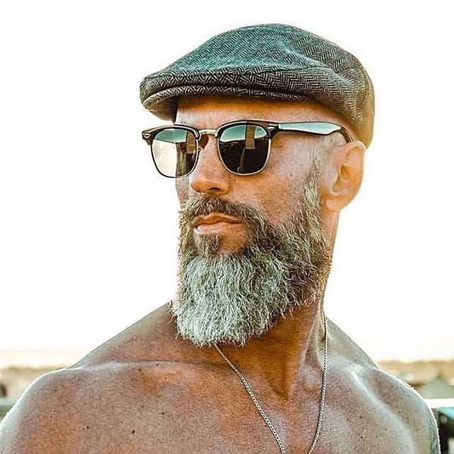 Carrying it right! Follow: @diegodeane Check BIO (profile) for link: @beards.care.products #menstyle #mentalhealth #sexybeard #noshave #notshaved #beardgrooming . . #hairandbeardstyles