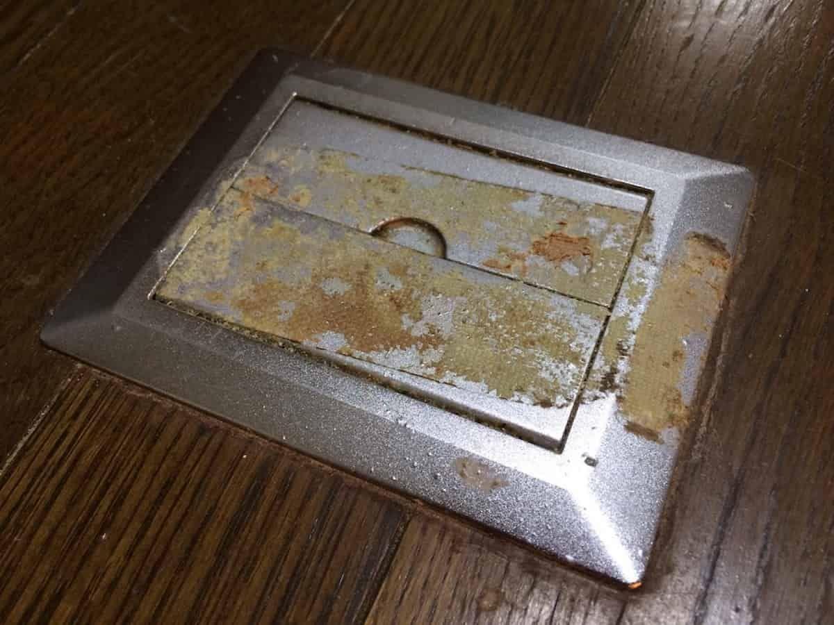 テープやシールのベタベタした粘着汚れを簡単に落とす方法 粘着 クリーナー シール