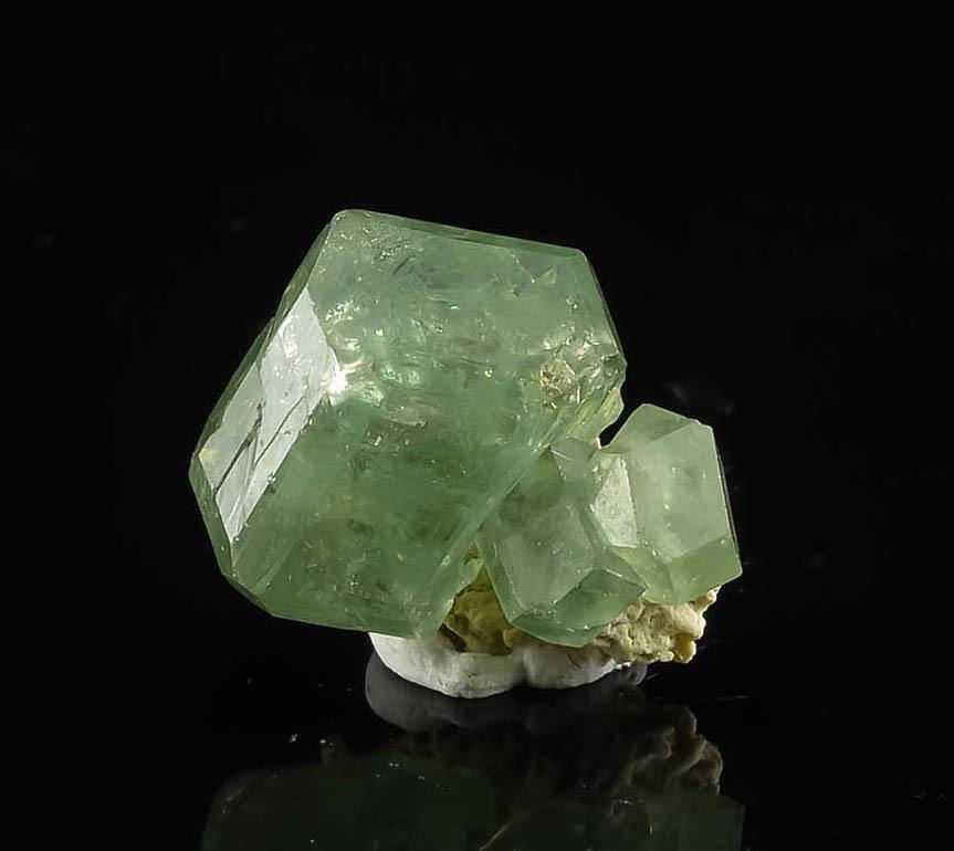 1cm Green Demantoid Garnet Cluster From Ante Te Zambato Madagascar 16585 Rocks And Minerals Stones And Crystals Demantoid Garnet