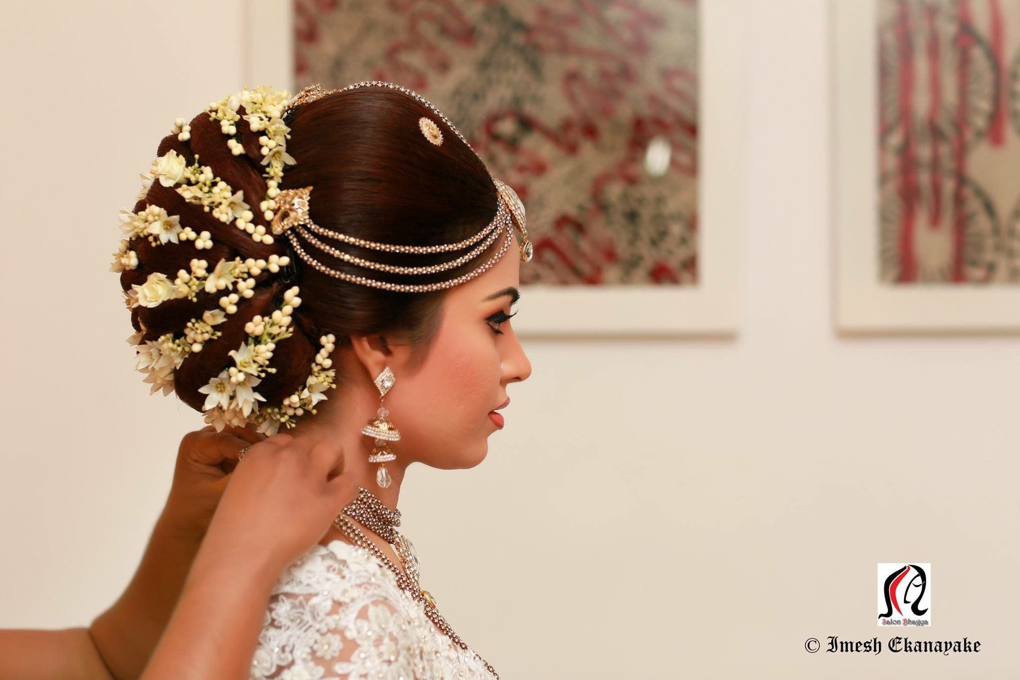 Pin By Wedding Sri Lanka On Kandyan Bridal Sri Lanka Dress Hairstyles Bridal Wear Bridal Hair