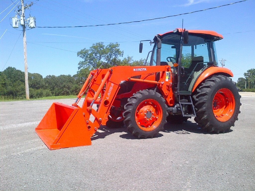 kubota M7060 Tractor Loader low hours cab heat and air barely used