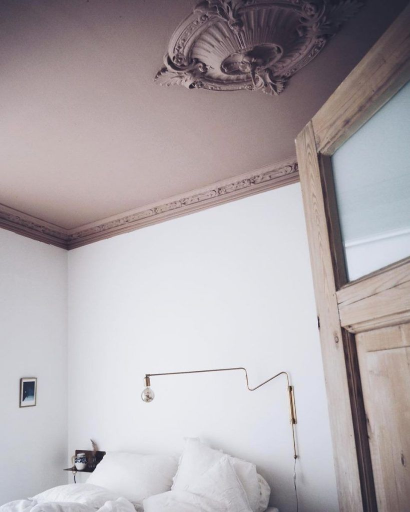 Ornate Crown Moulding A Ceiling Medallion And Dusty Pink Paint Heightens The Drama In This Blogger S Bedroom Dusty Pink Bedroom Dusky Pink Bedroom Pink Walls