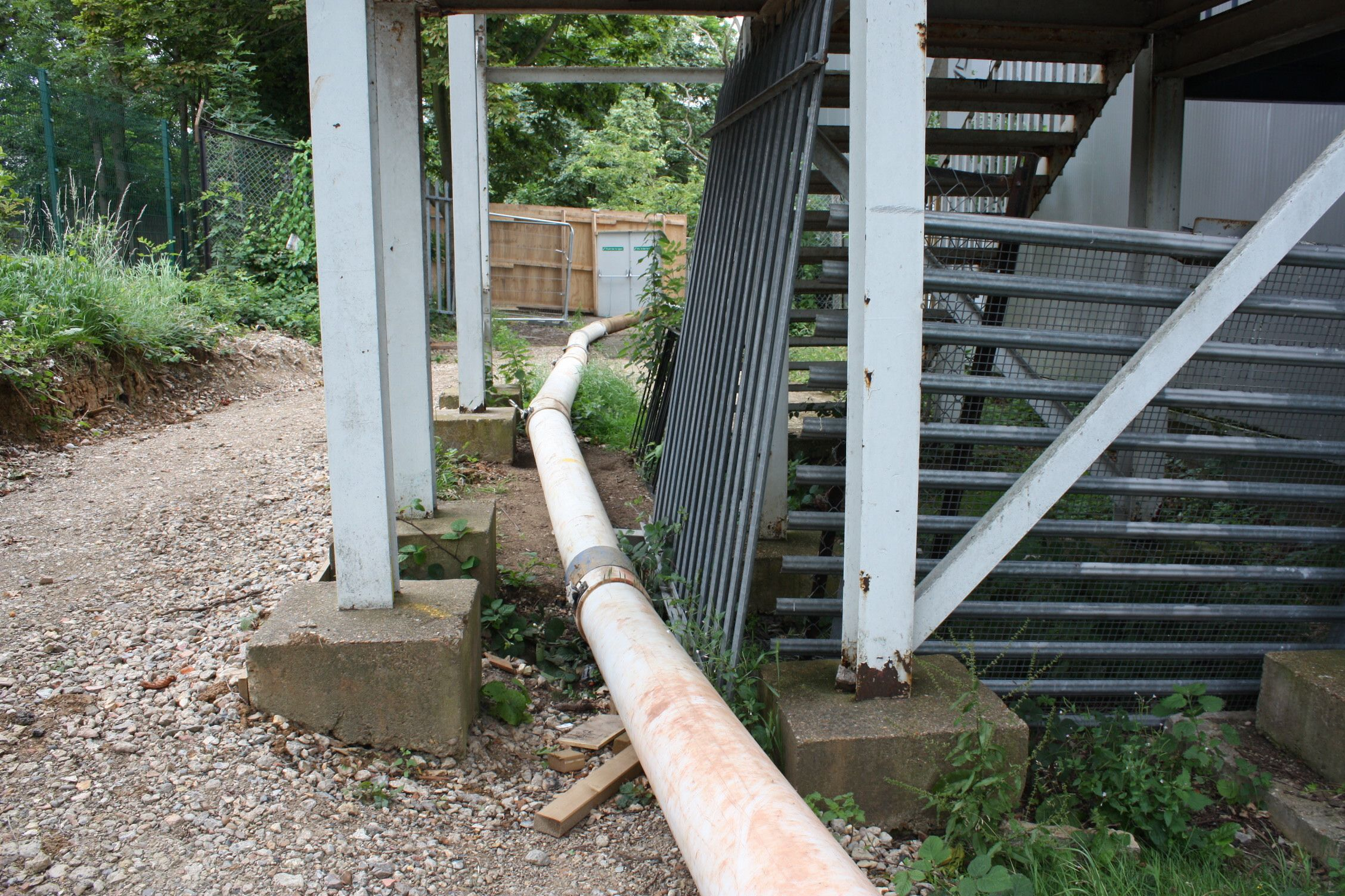 This is another image of the extension hoses reaching the