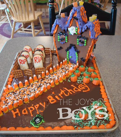 i love this halloween cake the graveyard and haunted house are the perfect spooky touches - Easy To Make Halloween Cakes