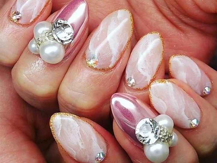 春ネイルデザイン!ピンクのミラーネイルに、ホワイトの大理石風デザイン