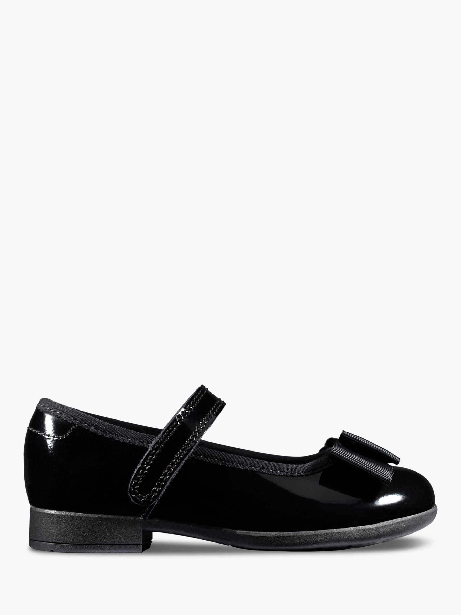black schools shoes ckarks