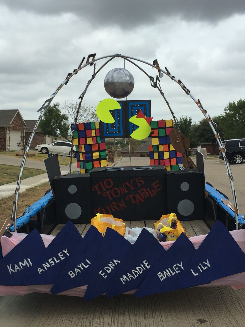 Pin By Katie Tielke On 80 S Parade Float Homecoming Themes Homecoming Floats Homecoming Parade