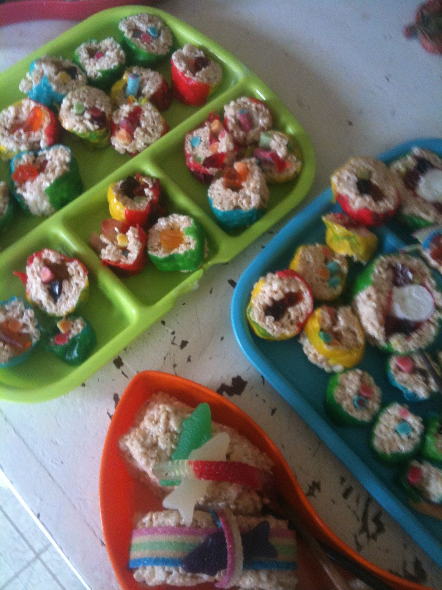 Sweet rice crispie sushi | Fun snacks for kids, Food, Kids ...