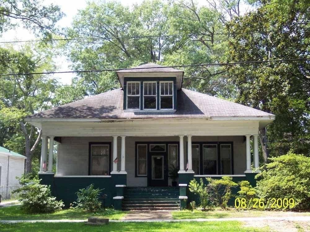 The R C House In Tupelo Craftsman Bungalow Exterior Hip Roof Craftsman Exterior