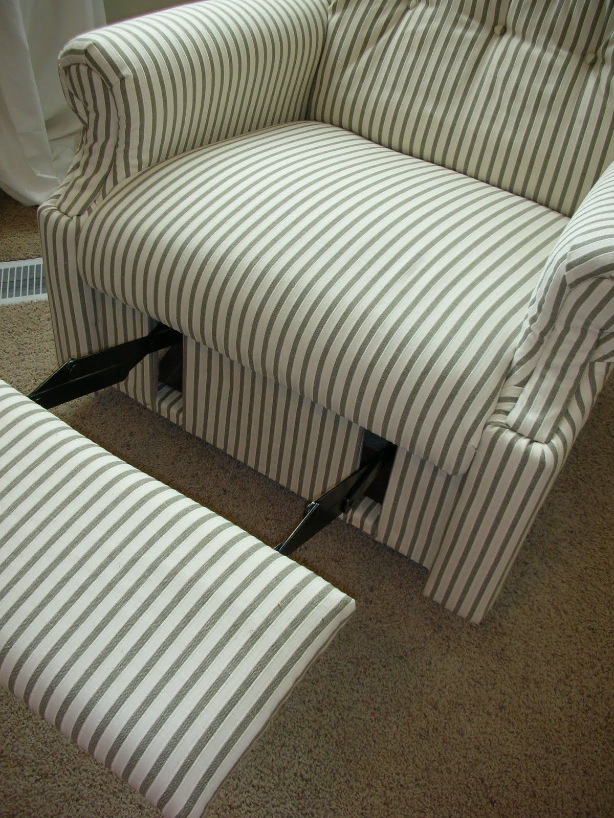 Do It Yourself Divas Diy Reupholster An Old Lazboy Recliner Impressive Lazy Boy Dining Room Sets Design Decoration