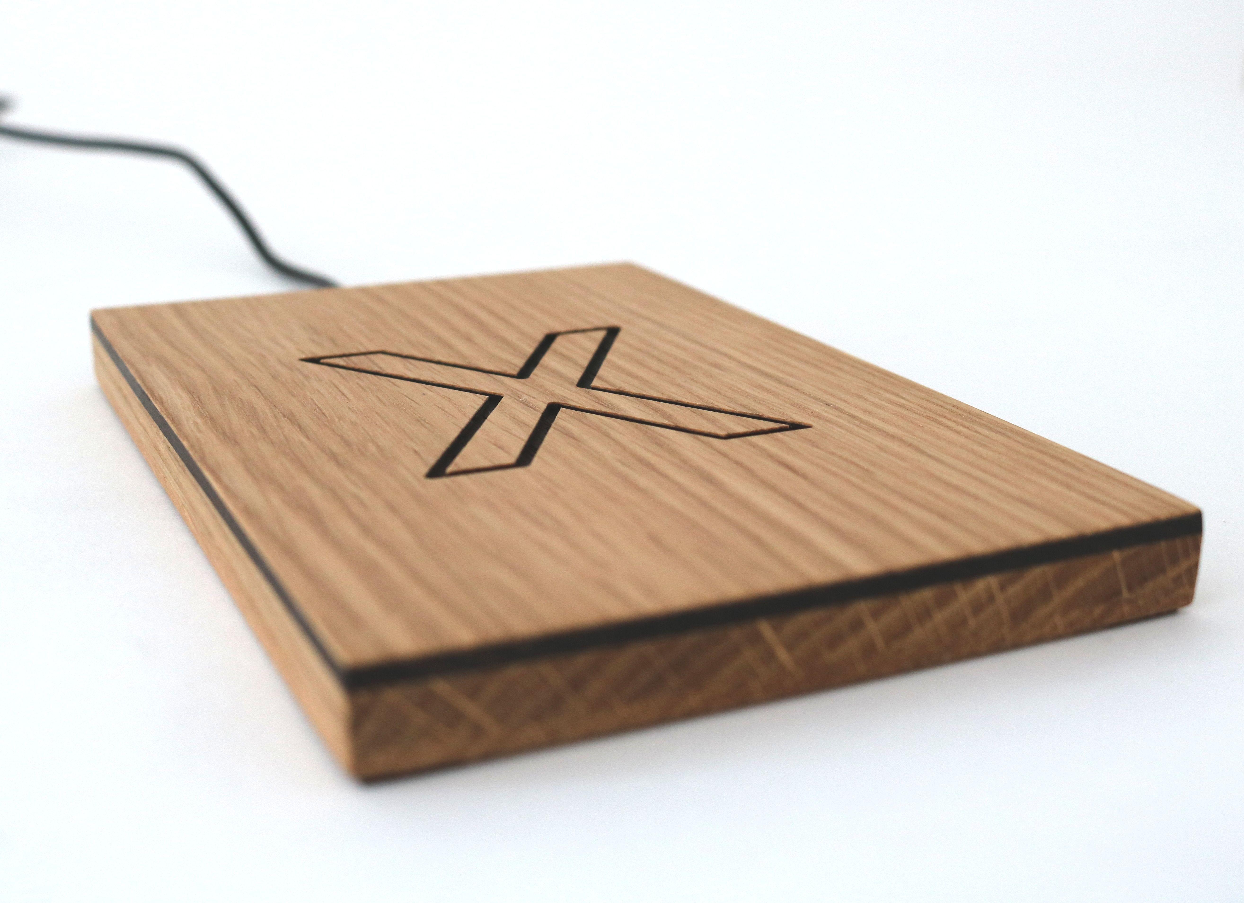 Induktive Ladestation Aus Holz Fur Iphone X Ladestation Iphone Technik