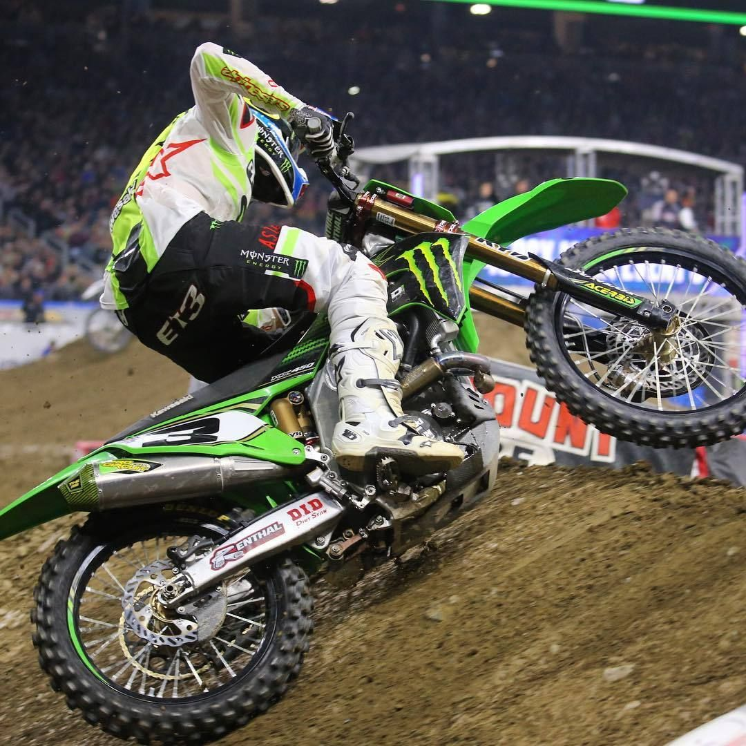 450 Overall In Detroit Goes To Elitomac Who Put In Some Amazing Charges Through The Pack All Night Guybmoto And Vitalm Ama Supercross Motocross Supercross