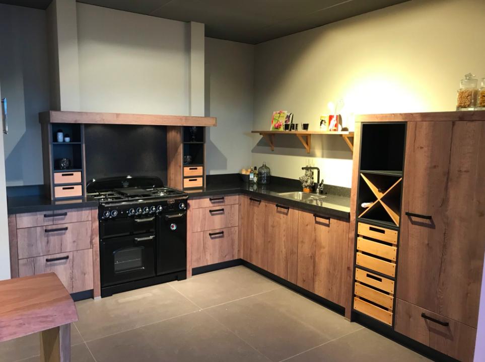 Ben je op zoek naar een houten keuken dan is dit keukenmodel
