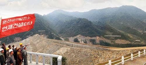 Central hidroeléctrica de Wonsan siendo construida en 2013