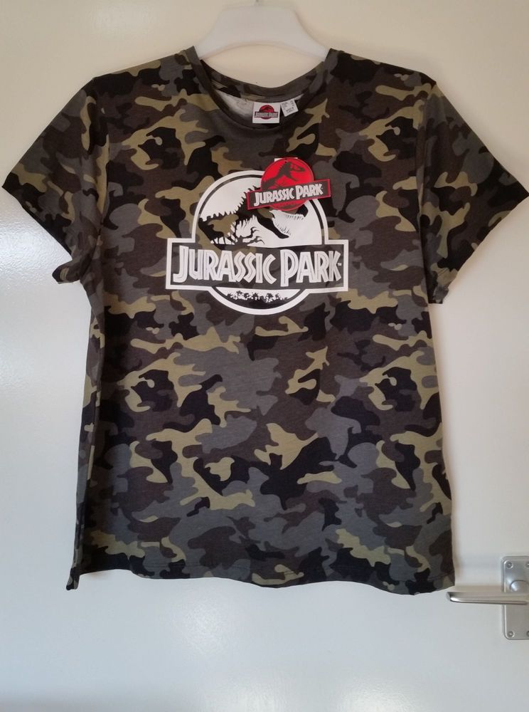 9d2bf213dc8290 Jurassic Park Dinosaur Print Green Camo Camouflage T shirt Top Tee Primark  18 20 in Clothes