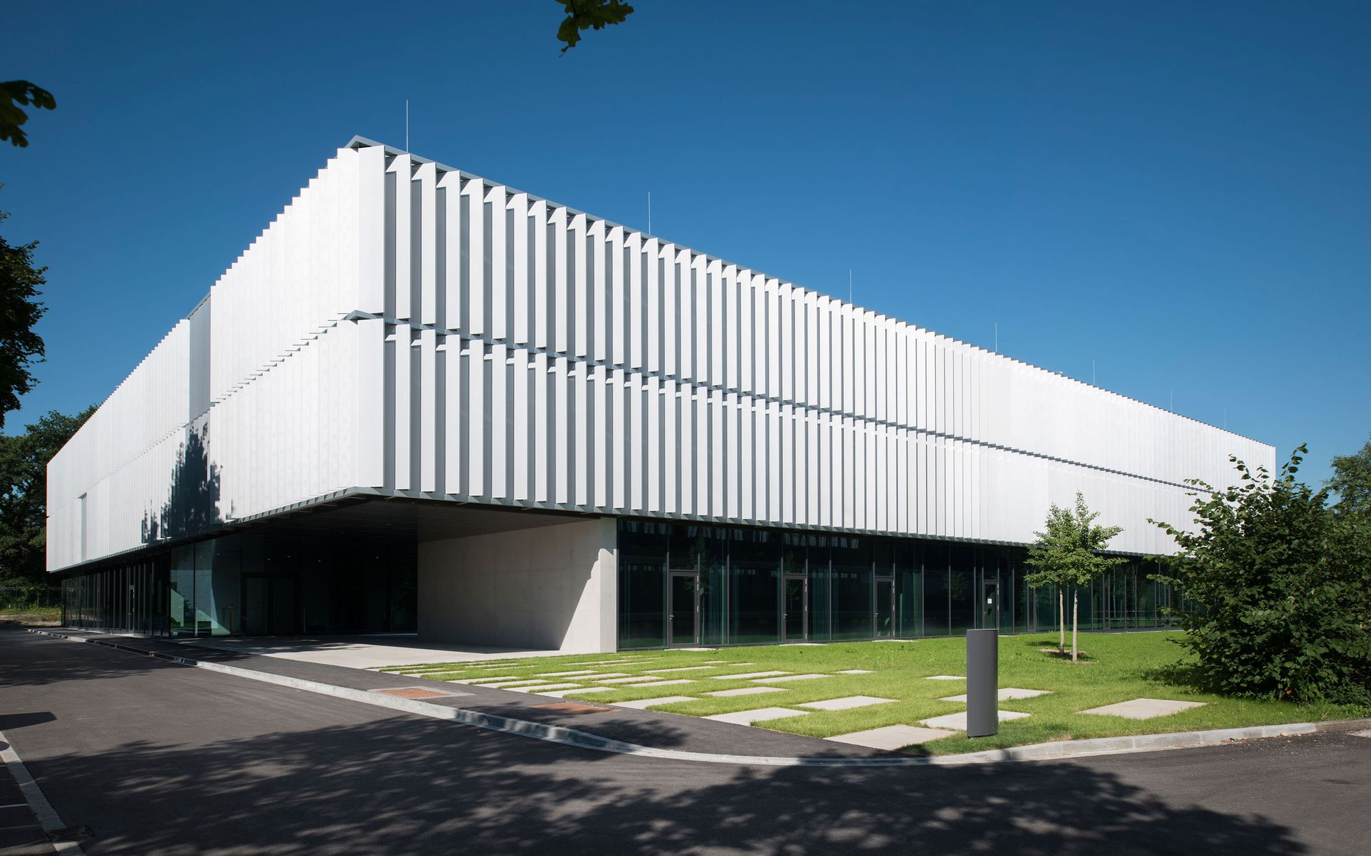 Image 15 of 20 from gallery of DLR Robotics and Mechatronics Center / Birk Heilmeyer und Frenzel Architekten. Photograph by Henning Koepke